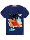Krásné tmavo modré tričko s motivem - Zajíček Bing. Je vyrobené z příjemného 100% bavlněného materiálu. Tričko má kulatý výstřih, krátké rukávy a přední stranu zdobí obrázek zajíčka Binga a jeho kamaráda Flopa.