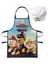 """Táto detská kuchárska sada sa skladá z chlapčenské zástery a kuchárske čiapky. Na zástere je obrázok psie party z obľúbenej rozprávky Tlapková patrola Paw Patrol. Na čiapku je potom nápis """"ONE TEAM"""". S týmto kuchárskym setom sa bude Váš chlapček cítiť pri pomoci v kuchyni ako šéfkuchár so všetkým, čo k tomu patrí. Zástera sa dá tiež využiť napr. Do výtvarnej výchovy, keramiky a rôznych kreatívnych činnostiach ako ochrana odevu. Univerzálna veľkosť 3-8 rokov."""